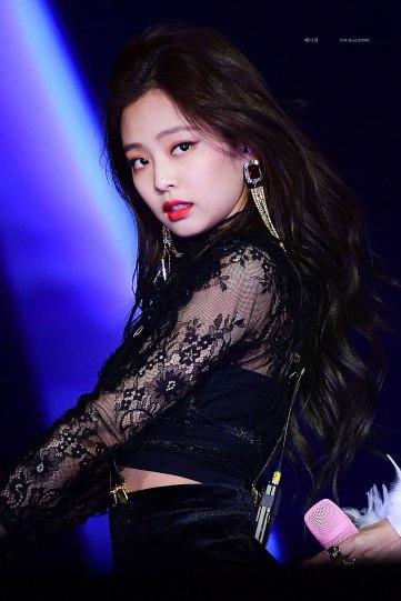 Blackpink-Jennie-SBS-Gayo-Daejun-2017-2
