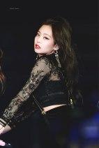 Blackpink-Jennie-SBS-Gayo-Daejun-2017-21