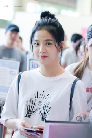 Blackpink Jisoo Airport