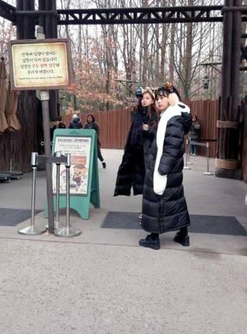 Blackpink Jisoo and Rose Everland filming Blackpink House