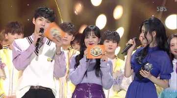 Blackpink-Jisoo-and-Sunmi-Inkigayo-11