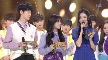 Blackpink-Jisoo-and-Sunmi-Inkigayo-7