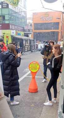 Lisa-and-Rose-in-Hongdae-3