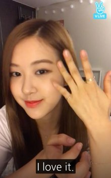 Blackpink Rose matching rings with Lisa