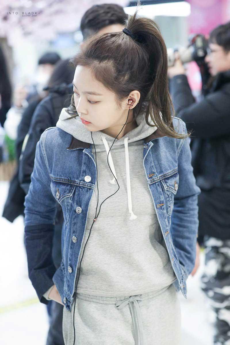 Blackpink-Jennie-Airport-Fashion-Black-Outfit-26-March-2018-from-Jeju-Island-5 u2013 BLACKPINK UPDATE
